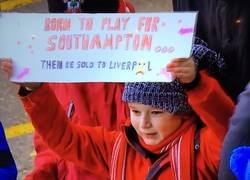 Enlace a Realista pancarta de un pequeño fan del Southampton