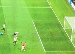 Enlace a Vuelve el viejo Alexis. Falló un gol desde aquí. Priceless