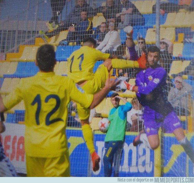 1021020 - Agresión al portero del Castellón que se va directo al hospital y no expulsan al jugador del Villarreal