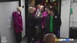 Enlace a Guardiola encarándose con el entrenador rival y el árbitro tras ser eliminado de la FA CUP