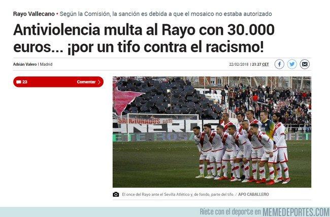 1022871 - WTF: Multan al Rayo por una pancarta contra el racismo