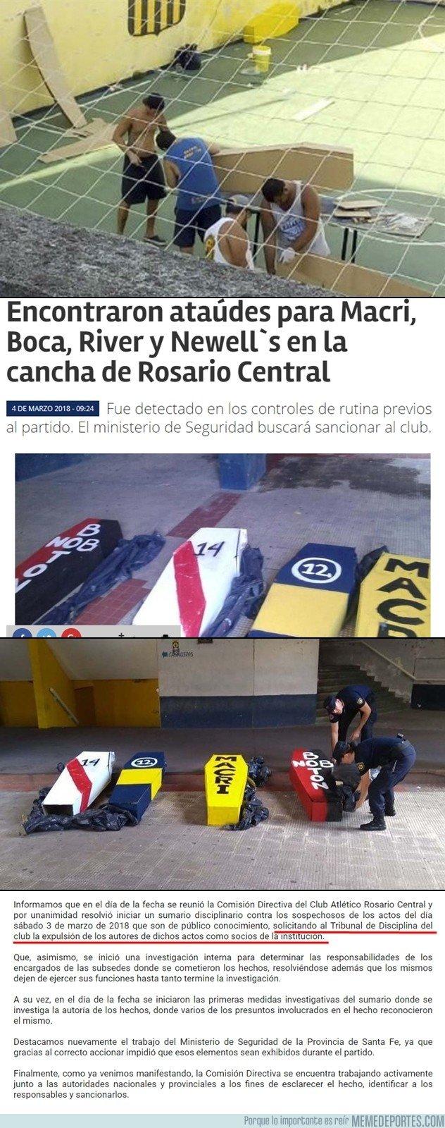 1024329 - Se lió parda en Argentina por la aparición de unos ataúdes en el estadio de Rosario Central