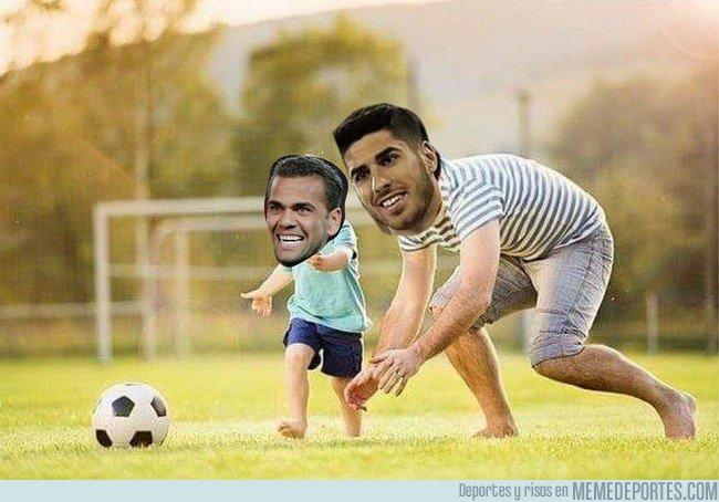 1024571 - Imagen de la jugaba de Asensio contra Dani Alves