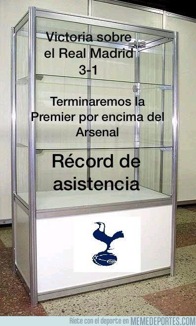 1024700 - Vitrinas del Tottenham con sus logros de la temporada