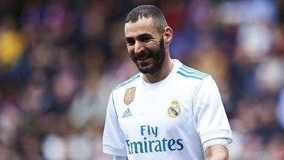 1025490 - Las divertidas espinilleras con mensaje al Atleti que estrenará Benzema el próximo domingo para animarse a él solo
