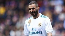 Enlace a Las divertidas espinilleras con mensaje al Atleti que estrenará Benzema el próximo domingo para animarse a él solo