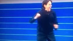 Enlace a Inzaghi casi se mata en plena celebración