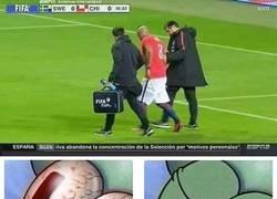 Enlace a Arturo Vidal salió lesionado contra Suecia y enciende las alarmas en Chile...
