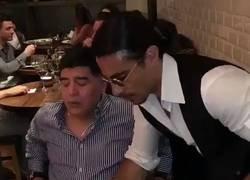 Enlace a Cuando creías haberlo visto todo, Salt Bae feat. Maradona