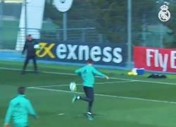 Enlace a La rabona de Cristiano en un entrenamiento, si lo hace en partido oficial, se cae el estadio