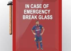 Enlace a En caso de emergencia, romper el cristal de Messi, por @Barzaboy