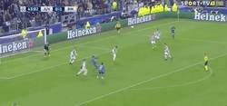 Enlace a GIF: Golaaaaaaaazo descomunal de Cristiano Ronaldo de chilena frente a la Juventus