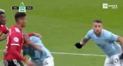 Enlace a GIF: Goooool de Kompany que acerca al Manchester City al título de la Premier