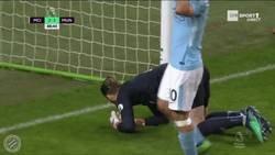 Enlace a GIF: De Gea evitó el empate con un tremendo paradón a Agüero