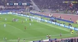 Enlace a GIF: Manolas pone el 3-0 y momentáneamente pasa la Roma a semis