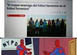Enlace a El problema del fútbol femenino