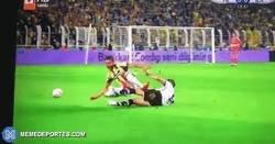 Enlace a La brutal entrada de Pepe a dos piernas que le costó la roja directa en 30 minutos