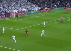 Enlace a Lo que realmente ocurrió con el segundo gol del Madrid, vía @vicrmcf