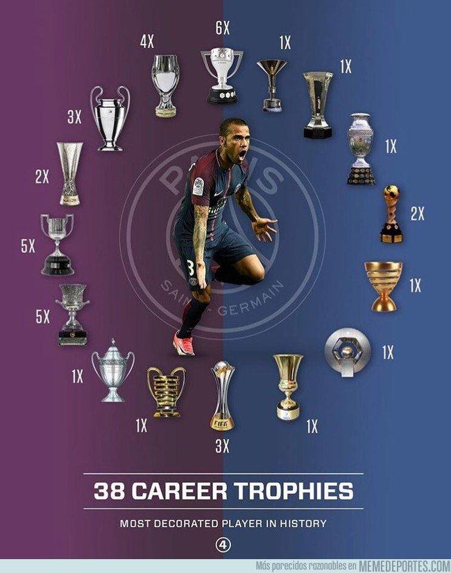1033287 - Tras la copa francesa, Dani Alves es el jugador con más títulos