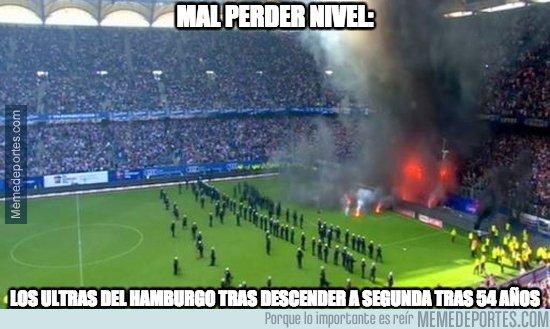 1033563 - La que han liado los ultras del Hamburgo...