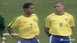 Enlace a Cuando Ronaldo, Ronaldinho y Rivaldo bailaron a Argentina en 1999