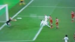 Enlace a Tremendo: Anulan un gol al Real Madrid y esto hace un aficionado en las gradas de Kiev