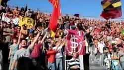 Enlace a La afición del Livorno cantando el himno de resistencia antifascista
