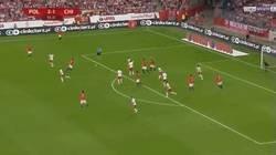 Enlace a GIF: El tremendo golazo del chileno albornoz contra Polonia