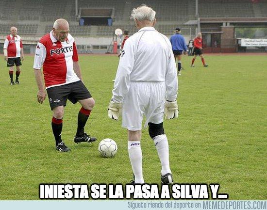 1039309 - Iniesta y Silva con la roja