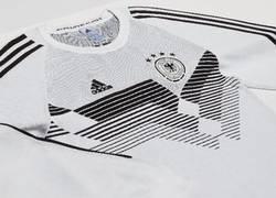 Enlace a Adidas lanza una equipación de lana para volver calentitos a casa