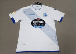 Enlace a Todo el mundo se está riendo por lo que dice la letra pequeña de la camiseta falsificada del Deportivo