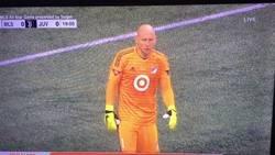 Enlace a Brad Guzan, portero del Atlanta United, conversando con los comentaristas durante el partido entre la Juve y un combinado de la MLS. Los americanos juegan a otra cosa
