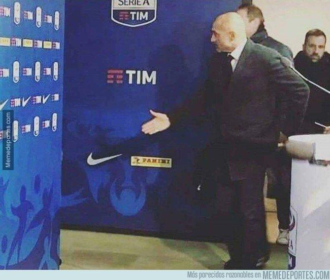 1046824 - El presidente del Inter dando la bienvenida a Arturo Vidal