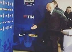 Enlace a El presidente del Inter dando la bienvenida a Arturo Vidal