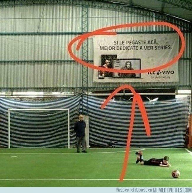 1052029 - La mejor publicidad vista en un campo de fútbol