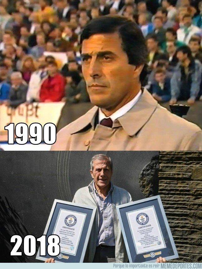 1052392 - Oficialmente, el entrenador de selecciones con más partidos dirigidos en la historia. Maestro