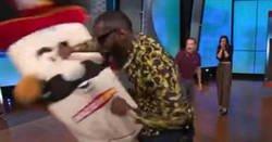 Enlace a Le pidieron una exhibición a Deontay Wilder (Campeon peso pesado de la CMB) y le rompió la mandíbula a la mascota
