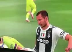 Enlace a Por fin ha llegado la venganza de Chiellini a Suárez y ha pasado en el FIFA