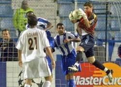Enlace a Casillas sube una curiosa foto jugando contra su actual equipo y el Zasca que le mete Tello es más curioso aún