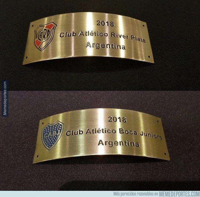 1056949 - Mañana una de estas dos placas será atornillada a la Copa Libertadores