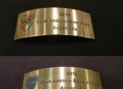 Enlace a Mañana una de estas dos placas será atornillada a la Copa Libertadores