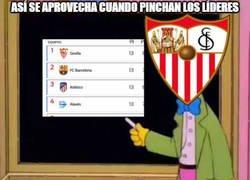 Enlace a El Sevilla aprovecha el pinchazo de los de arriba y se pone líder