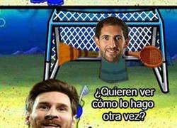 Enlace a Messi se luce contra el pobre Diego López