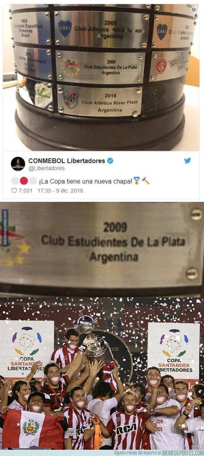 1058682 - El tremendo error en una de las chapas del trofeo de la Libertadores, otra forma de verlo