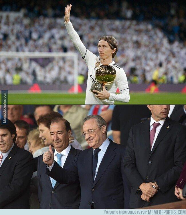 1059096 - Modric ofreciendo el Balón de Oro en el Bernabéu