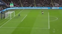 Enlace a Gran pase de Pogba y gol de Rashford que adelanta al United en Wembley