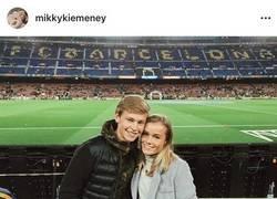 Enlace a La novia de De Jong cuelga en Instagram una foto que se hicieron en el Camp Nou en 2015 como aficionados...