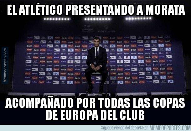 1062909 - Morata fue presentado rodeado de las Champions rojiblancas