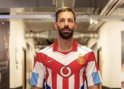 Enlace a La camiseta homenaje a Van Nistelroy de todos los equipos donde militó. ¿Cuántos reconoces?