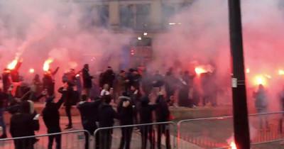 1064319 - 3 muestras de cómo ayer los fans del PSG asaltaron Manchester, ¿es esto fútbol?